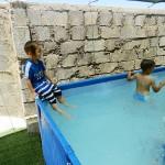 בבריכה