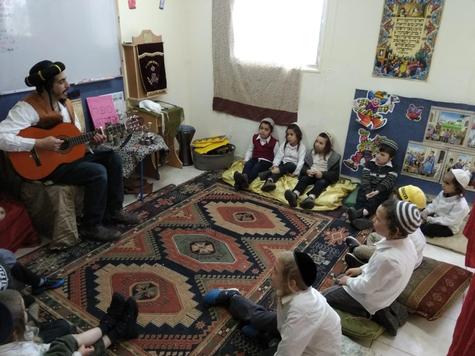 """שרים לכבוד ר""""ח אדר"""